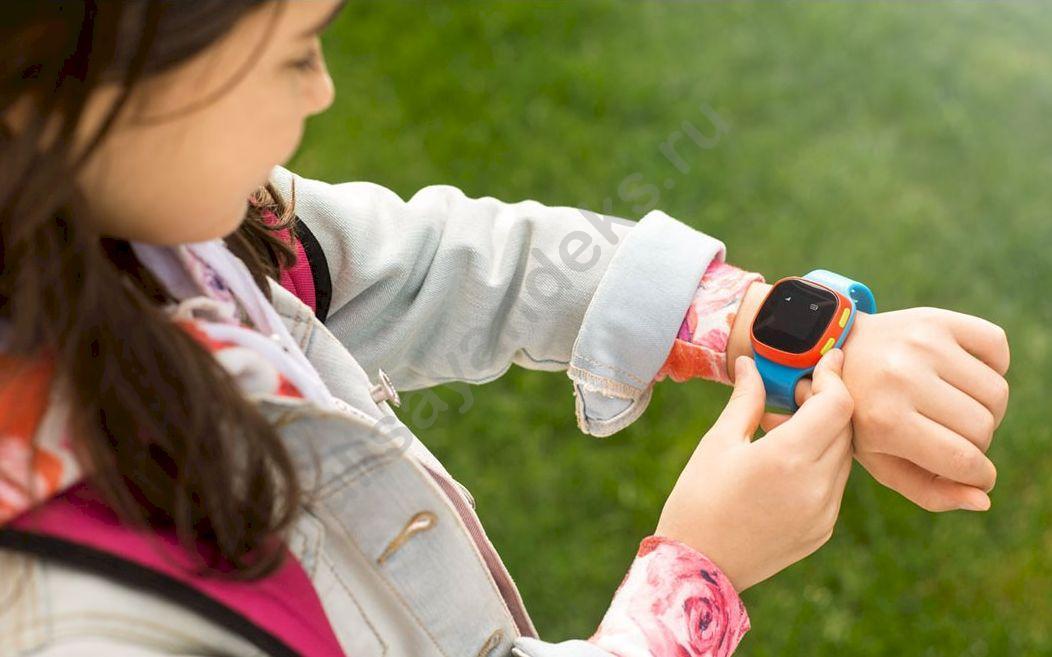 Первые в мире детские часы с Алисой